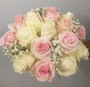 pink white roses baby's breath brides bouquet wedding flowers